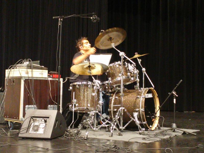 Duo de l'école de batterie de Riedisheim lors des journées d'automne le 5.09.15 sur la scène de L'aronde.
